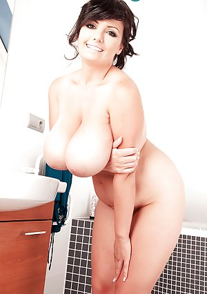Busty Moms in Bath Pictures