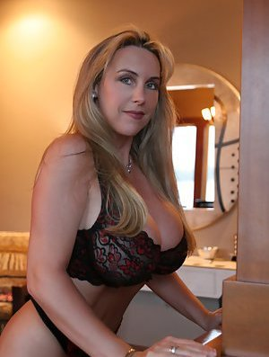 Busty Housewife Pictures
