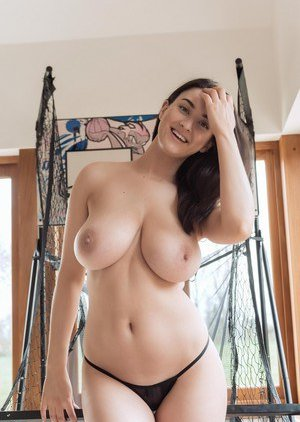 Busty Moms Sport Pictures