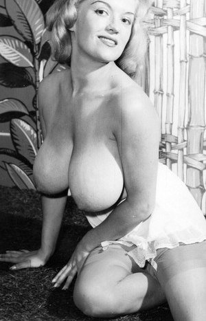 Vintage Busty Moms Pictures